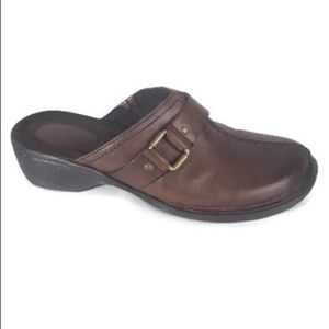 Shoes - Clarks Artisan Mules Clogs Split Toe Brown 9M